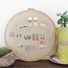 DIY: Embroidery Hoop Earring Stand