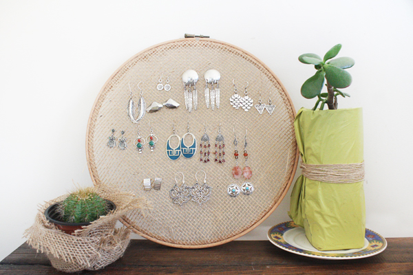 DIY: Embroidery Hoop Earring Stand